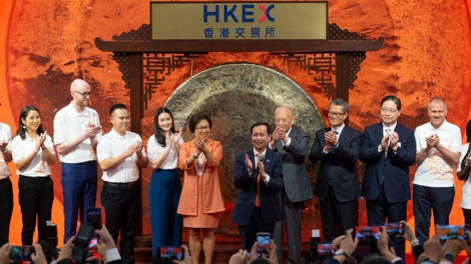 Bolsa de Hong Kong recibe eufórica a gigante tecnológico chino Alibaba