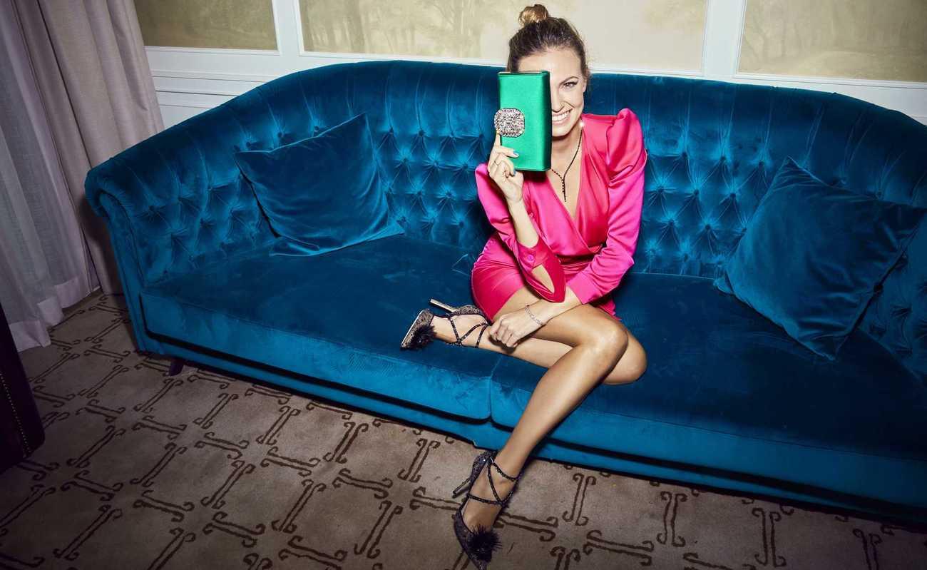 Vestido, de Lola Li, 175 euros. Clutch joya modelo Leonis, 1.350...