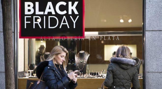 Anuncio de Black Friday en un comercio del centro de Madrid
