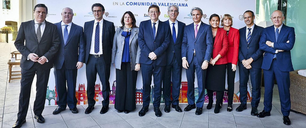 De izquierda a derecha, Aurelio Fernández, director general de...