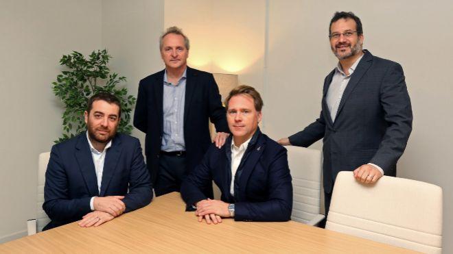 De izquierda a derecha, Sylvain Sachot, director de inversiones de...