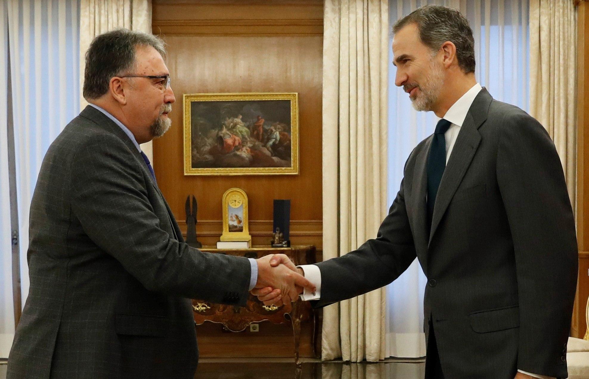 El rey Felipe recibe al diputado de Foro Asturias Isidro Martínez Oblanca/><figcaption class=
