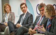 De izquierda a derecha: Margarita Delgado, subgobernadora del Banco de...