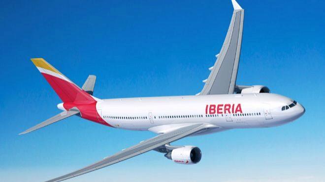Avión de Iberia, una de las aerolíneas propiedad de IAG.