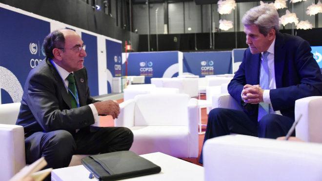 El presidente de Iberdrola, Ignacio Galán, y John Kerry.