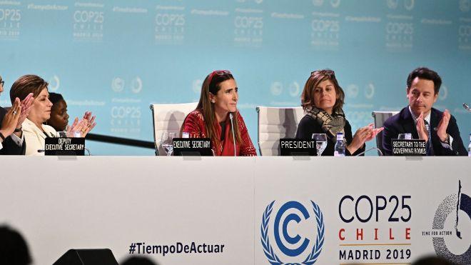 La ministra de Medio Ambiente de Chile y presidenta de la COP25, Carolina Schmidt, en el centro de la imagen