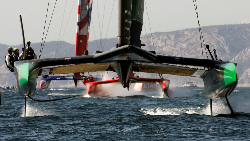 Los catamaranes F50 de los equipos de Australia, China y Francia,...