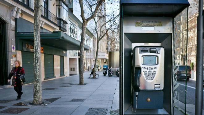 Cabina de Telefónica en la calle Serrano de Madrid.