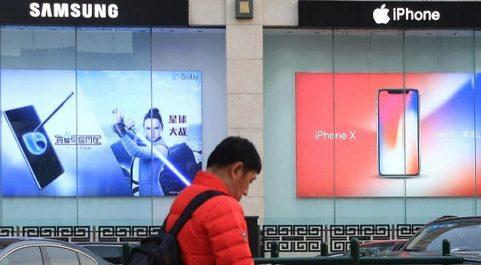 Tiendas de Samsung y Apple.