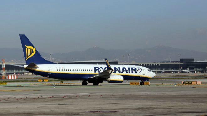 Avión de Ryanair en el Aeropuerto de El Prat.