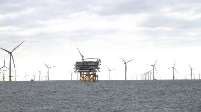 La eólica marina alza el vuelo y tira de la inversión global en renovables en 2019