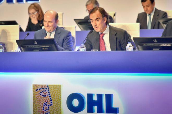 El presidente de OHL, Juan Villar-Mir de Fuentes, y el CEO, José...