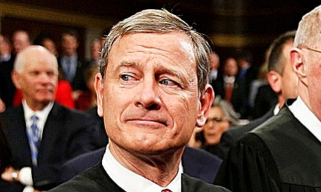 JOHN ROBERTS. Es presidente del Tribunal Supremo de Estados Unidos...