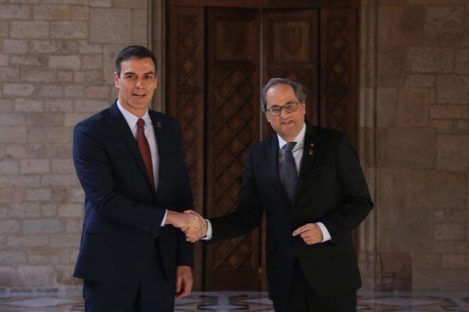 El presidente del Gobierno central, Pedro Sánchez, junto al...