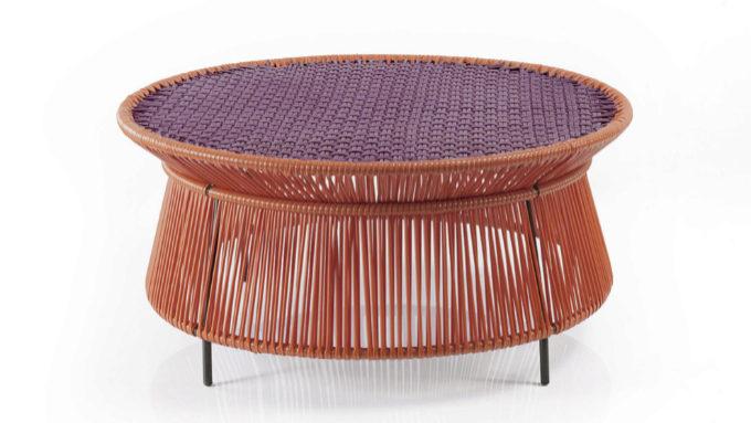 Mesa Caribe para Ames, tejida con plástico reciclado con una técnica artesana en Colombia. 1.039 euros.