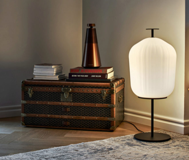 Lámpara Plissée para Cllassicon con pantalla elaborada en vidrio soplado. Desde 1.684 euros.