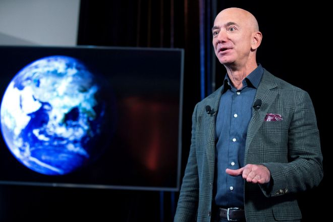 Jeff Bezos es el fundador y CEO de Amazon.