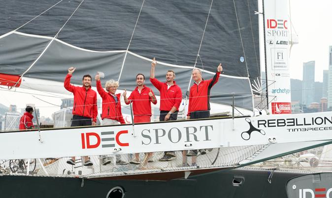 Joyon, junto a su tripulación. | Théodore Kaye / Aléa / IDEC SPORT