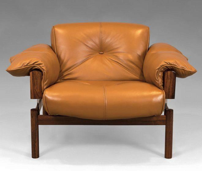 """Sillón MP-13 de Percival Lafer de los años 60. Fabricado en madera de palosanto (""""mi favorita""""), cuero y soportes metálicos cromados. Precio: 3.000 euros."""