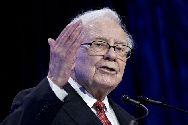 Warren Buffett es optimista sobre economía pese al coronavirus