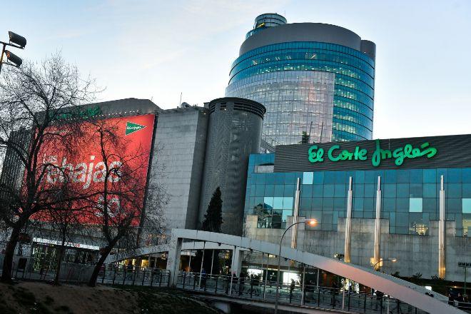 Centro comercial de El Corte Inglés en el Paseo de la Castellana de...