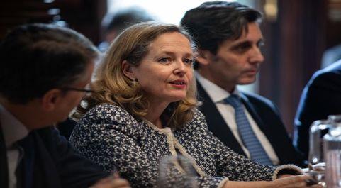 La vicepresidenta tercera y ministra de Asuntos Económicos y...