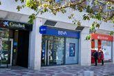 Oficinas bancarias de Caxiabank, BBVA y Santander.