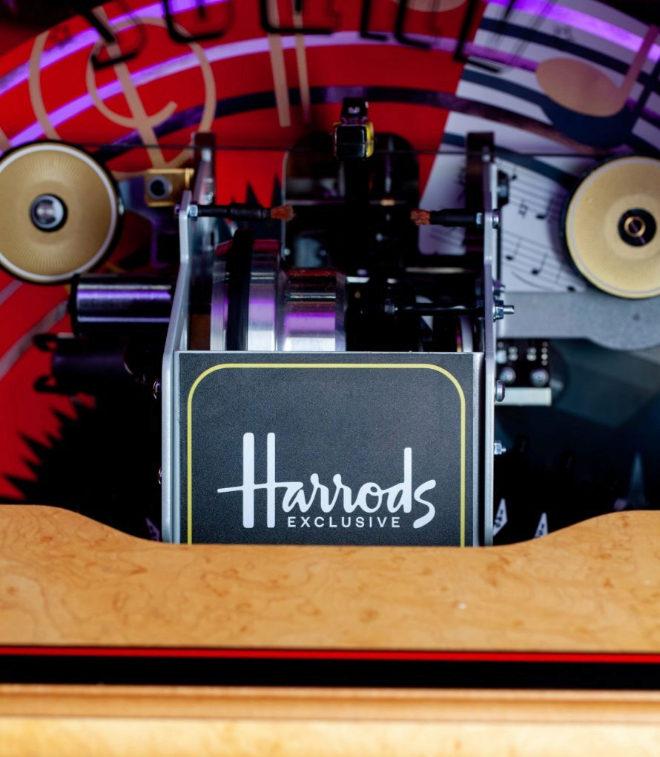 Esta Jukebox está producida en exclusiva para Harrods.