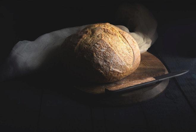 Una hogaza de pan hecho con masa madre.