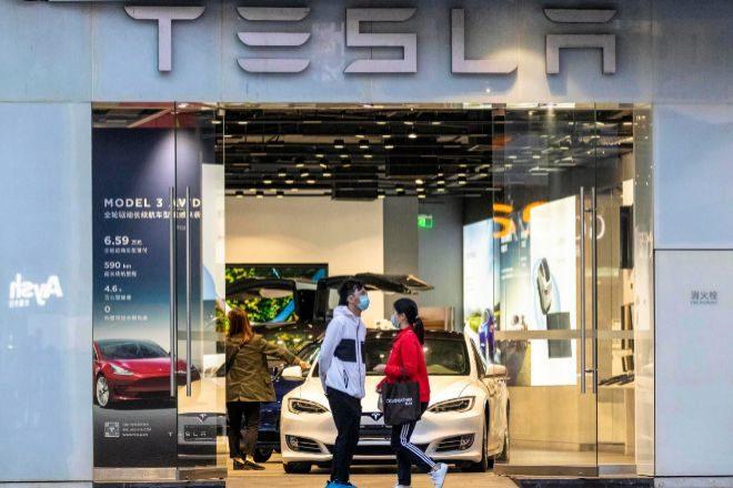 Concesionario de Tesla en Guangzhou (China).