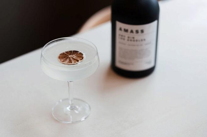 AMASS es una firma de bebidas espirituosas premium de Los Ángeles.