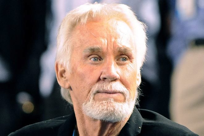 Fallece Kenny Rogers, mito de la música country