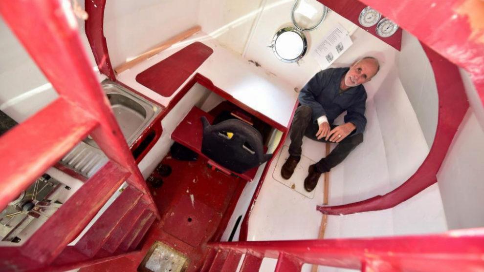 Savin, en el interior de su tonel oceánico. | GEORGES GOBET / AFP