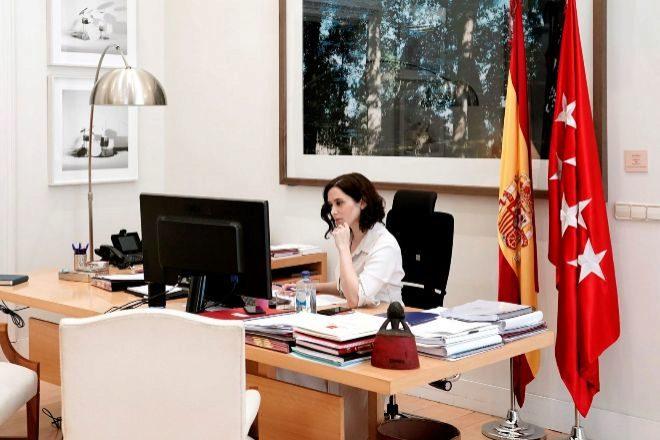 La presidenta de la Comunidad de Madrid, Isabel Díaz Ayuso en su...