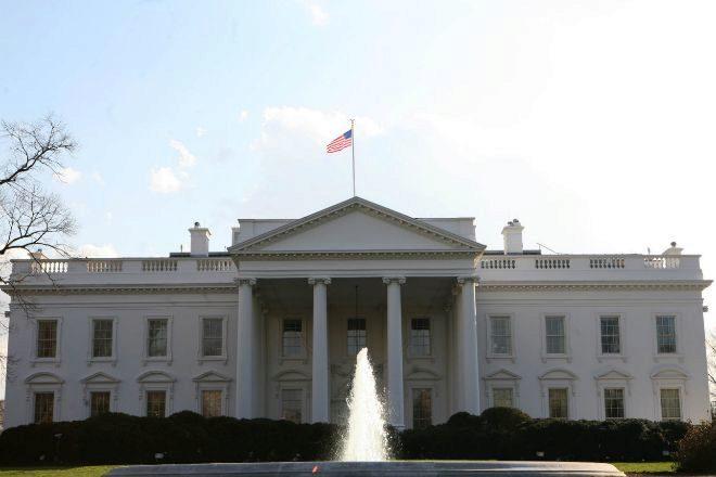 Bandera de Estados Unidos, izada en la Casa Blanca.