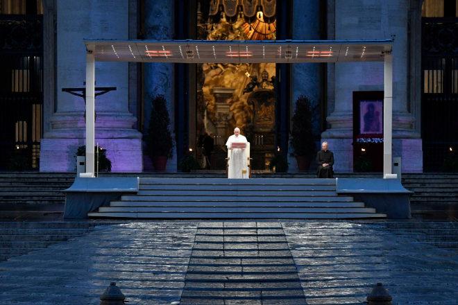 Francisco solo en San Pedro