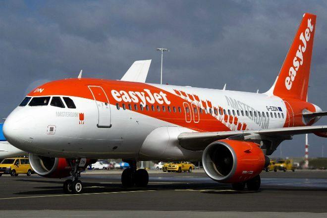 easyJet deja en tierra toda su flota de aviones por el desplome de la demanda