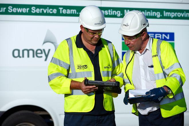 Operarios de Amey, la filial británica de Ferrovial.