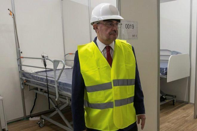 El presidente de Aragón, Javier Lambán, ha visitado hoy el hospital de campaña que el Gobierno autonómico está instalando en los pabellones de la Feria de Zaragoza.