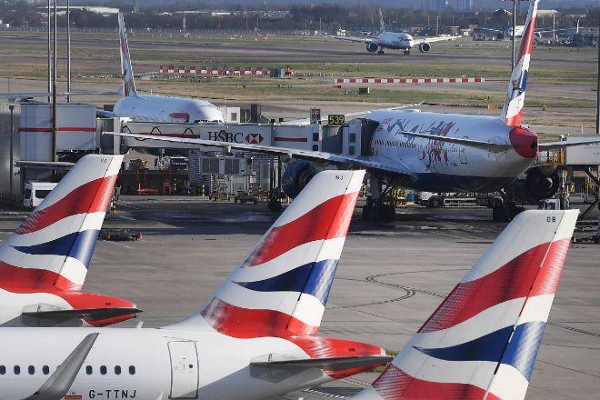 Aviones de British Airways, que podría suspender 36.000 a causa del...