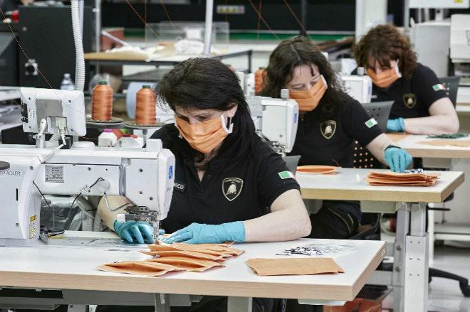 Lamborghini también fabrica mascarillas.