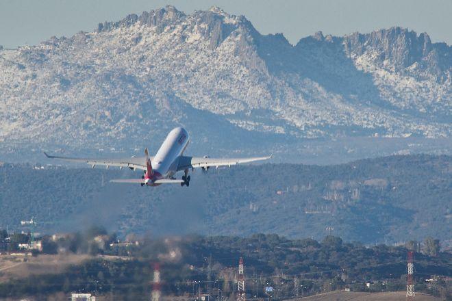 Avión de Iberia despegando del Aeropuerto de Madrid-Barajas