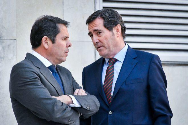 Gerardo Cuerva, presidente de Cepyme (izquierda), y Antonio Garamendi,...