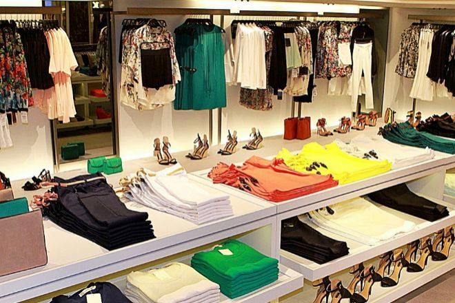 El sector textil tiene cerrados sus 61.000 puntos de venta físicos en...