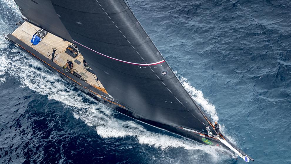 El velero WallyCentro Tango compitiendo en la regata Rolex Giraglia...