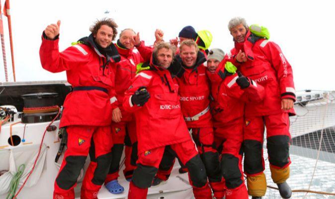 La tripulación de Joyon a bordo del Idec Sport tras ganar el Trofeo Julio Verne. | IDEC SPORT