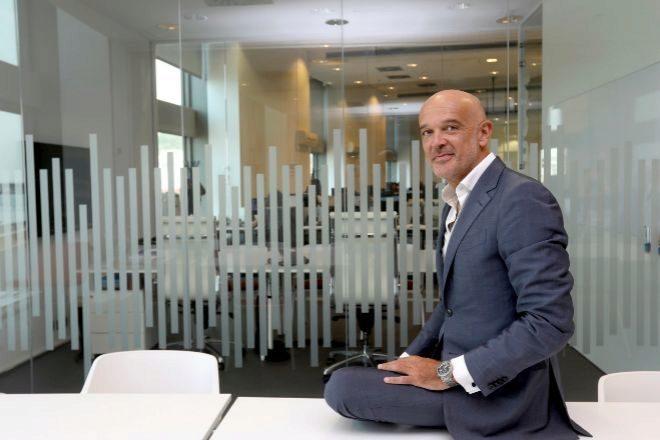 Miguel Planas, fundador y presidente de Tranxfer, en la sede de la empresa en Barcelona.
