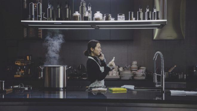 Imagen de uno de los puntos calientes, la cocina, provista de campanas extractoras de la firma italiana Falmec.
