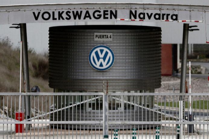 Una de las puertas de acceso a la planta de Volkswagen Navarra.