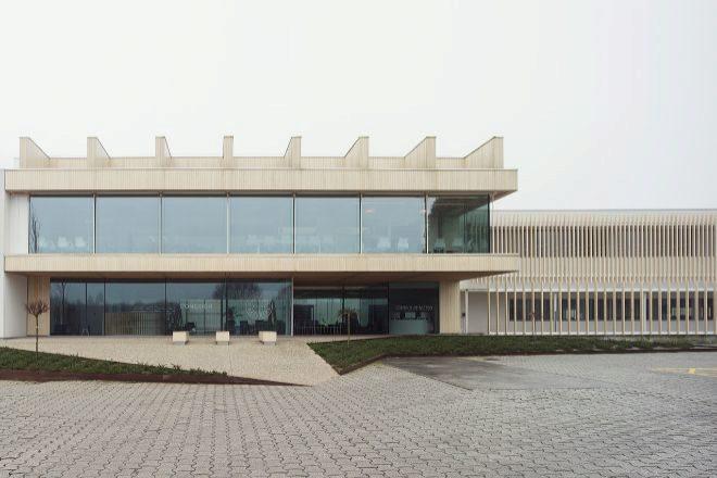 Exterior de la sede de Finsa en Santiago.